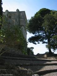 Abbaye de Montmajour: Treppen vor der Abtei