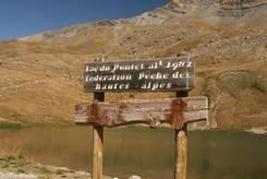 Auf 1.982 Metern Höhe ist der Lac du Pontet erreicht - Schild am Weg zum See