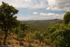Ausblick vom Col de Caguo Ven in die Berge des Maurenmassivs