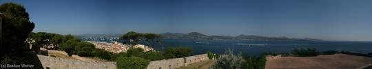 Ausblick von der Zitadelle über die Altstadt, den Hafen und die Bucht von Saint-Tropez