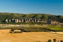Ausblick von Montfort auf 'Les Pénitents' eine ungewöhnliche Felsformation bei Les Mées