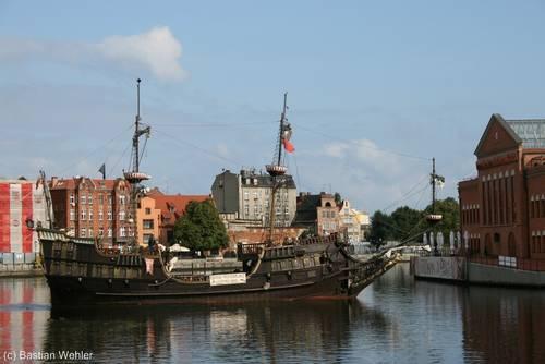 Ausflugsschiff zur Westerplatte auf der Mottlau