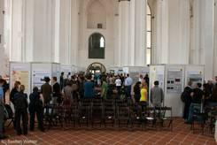 Ausstellung der Poster in der Halle der Universitätskirche St. Petri