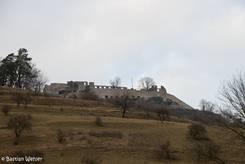 Blick den Berg hinauf zur Festungsruine auf den Hohentwiel
