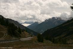 Blick entlang des Tal von Briançon zum Col du Lautaret