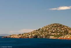 Blick über das Mittelmeer auf Anthéor