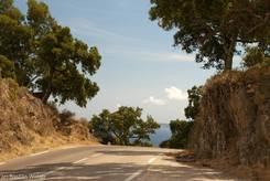 Blick über die Passhöhe des Col de Caguo Ven Richtung Mittelmeer