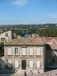 Blick vom Papstpalast in Avignon über die Rhône nach Villeneuve-lès-Avignon