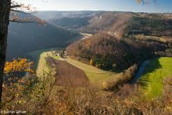 Blick von der Burg Wildenstein in das herbstlich Donautal