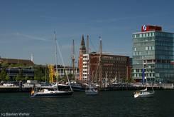 Boote mit dem Schriftzug 'Lübeck kämpft', 'Kiel kämpft' und 'Flensburg kämpft'