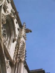 Carpentras: Steinerne Verzierungen und Figuren an der Kathedrale St. Siffrein