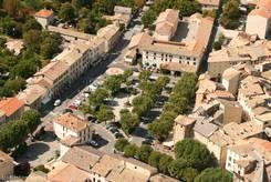 Castellane: Blick von der Kirche Notre-Dame du Roc auf den 'Place Marcel Sauvaire'