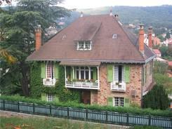 Châtel-Guyon: Haus am Rand des Calvaire
