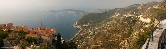 Côte d'Azur Panorama vom Kakteengarten in Èze, mittig im Hintergrund das Cap Ferrat