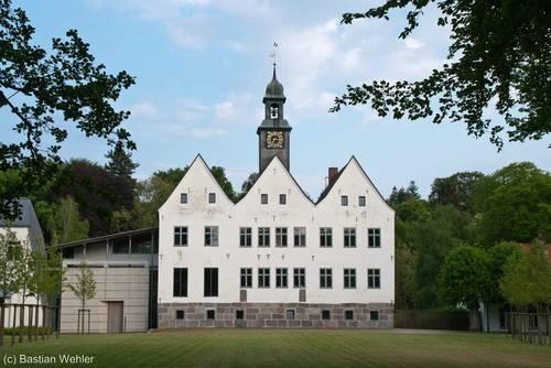 Das Kloster Nütschau am Abend