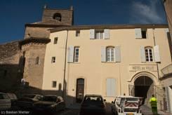 Das Rathaus (Hôtel de Ville) gleich neben der Gemeindekirche