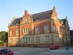 Das Technik-Museum mit dem Jumbojet von außen gesehen Schönes Gebäude in der Innenstadt von Speyer