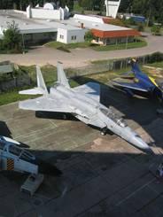 Der Jumbojet von unten Ein amerikanisches Kampfflugzeug