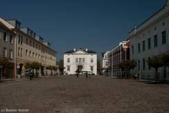 Der Marktplatz von Bad Oldesloe mit dem Rathaus im Hintergrund