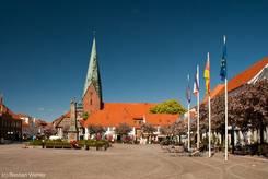 Der Marktplatz von Eutin mit der St. Michaelis Kirche im Hintergrund
