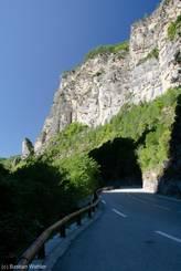 Der untere Teil der Cians-Schlucht mit grauem Kalkstein