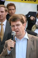 Der Vorsitzende der SPD-Landtagsfraktion Ralf Stegner gibt sich in seiner Rede kämpferisch