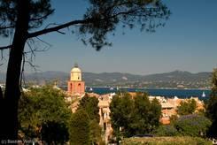 Die Altstadt von Saint-Tropez mit dem das Stadtbild prägenden Kirchturm