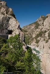 Die Combe du Queyras, links die Straße mit einer Brücke und einem kurzen Tunnel Richtung Guillestre