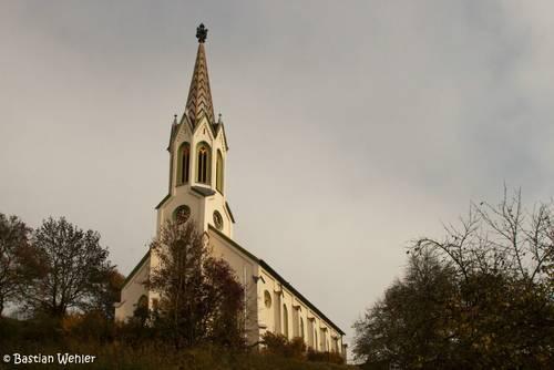 Die Dorfkirche St. Lambertus in Binzwangen an der Donau in Oberschwaben