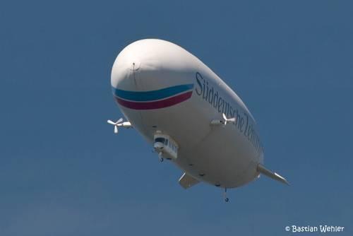 Ein Zeppelin über dem Bodensee