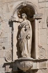 Figur im Mauerwerk der Kirche Notre-Dame-de-Nazareth