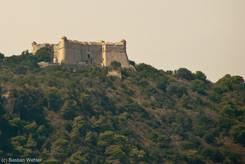 Fort du Mont Alban - Diese Festung kann man vom westlichen Ufer des Cap Ferrat auf dem Berg auf der anderen Seite der Bucht sehen, hinter diesem Berg beginnt Nizza