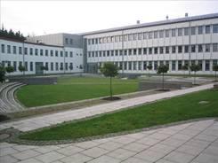 Innenhof von Haus 64, dem Informatik-Neubau