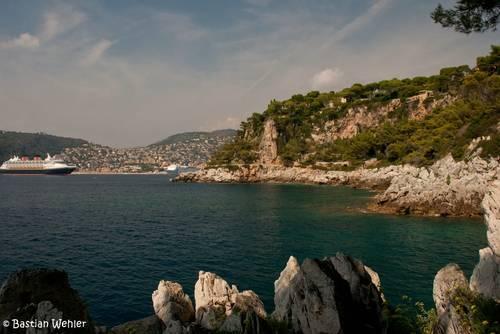 Kreuzfahrtschiffe in der Bucht vor Villefranche-sur-Mer an der Côte d'Azur