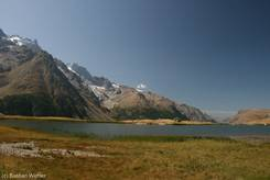 Lac du Pontet mit dem Écrins-Massiv und dem Gipfel der Meije im Hintergrund