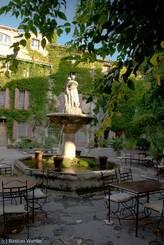 Luberon: Brunnen Saignon