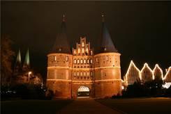 Lübeck: Nachtaufnahme Holstentor