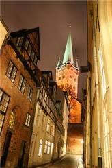 Lübeck: Petrikirche bei Nacht