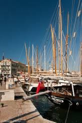 Morgens am Hafenbecken in St.-Tropez