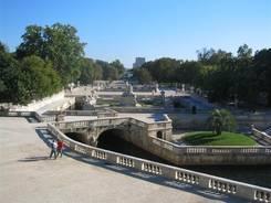 Nîmes: Blick über den Jardin de la Fontaine