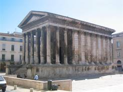 Nîmes: Das Maison Carrée ein ehemaliger römischer Tempel