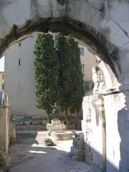 Nîmes: Porte Auguste