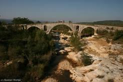 Pont Julien - Römische Brücke aus dem Jahr 3 v. Chr. über den Calavon