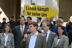Ralf Stegner (SPD) bei seiner Rede, links dahinter Christian von Boetticher (CDU)