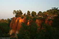 Roussillon: Ockerfelsen am Abend