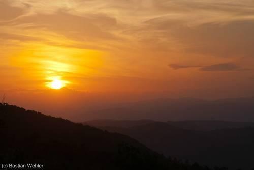 Sonnenuntergang in den Bergen des Esterel-Gebirges