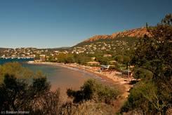 Strand (Plage de La Baumette) im östlichen Teil der Bucht von Agay