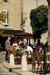 Straßencafé in Lourmarin