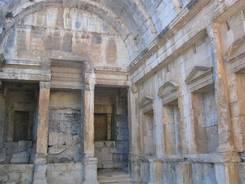 Tempel der Diane in Nîmes
