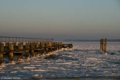 Travemünde: Zugefrorene Ostsee in der Abenddämmerung